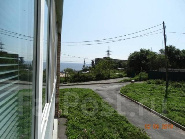 1-комнатная, улица Леонова 64. Эгершельд, частное лицо, 35кв.м. Вид из окна днём