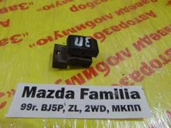 Кнопка стеклоподьемника задн. прав. Mazda Familia Mazda Familia 1999