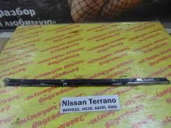 Молдинг стекла лобового перед. прав. Nissan Terrano WHYD21 Nissan Terrano WHYD21 1992