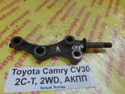 Кронштейн рычага подвески Toyota Camry CV30 Toyota Camry CV30, левый