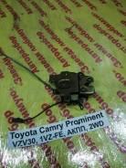 Замок двери багажника Toyota Camry Prominent Toyota Camry Prominent 1990.09