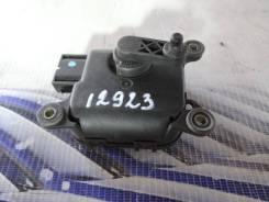 Мотор заслонки печки. Audi A6 allroad quattro, 4BH Audi S6, 4B2, 4B4, 4B5, 4B6 Audi RS6, 4B4, 4B6 Audi A6, 4B2, 4B4, 4B5, 4B6 AKE, APB, ARE, BAS, BAU...
