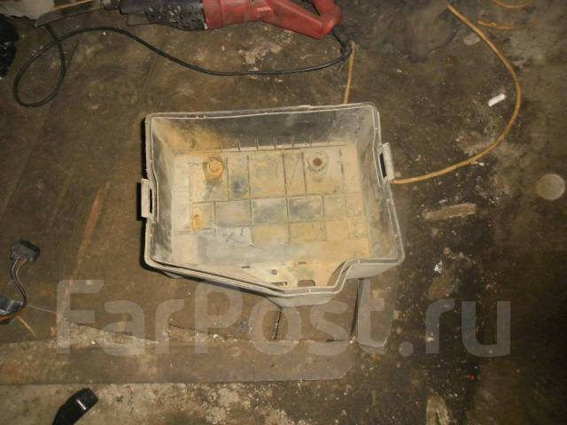 Площадка аккумулятора БМВ 3 Е36