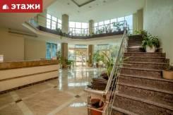 3-комнатная, улица Четвертая 6д. Океанская, проверенное агентство, 100,5кв.м. Подъезд внутри