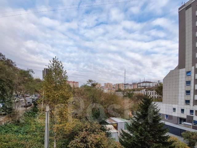 1-комнатная, улица Комсомольская 2. Первая речка, агентство, 30,0кв.м. Вид из окна днём