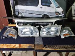 Комплект фар на Toyota Hiace KZH106 26-41 во Владивостоке