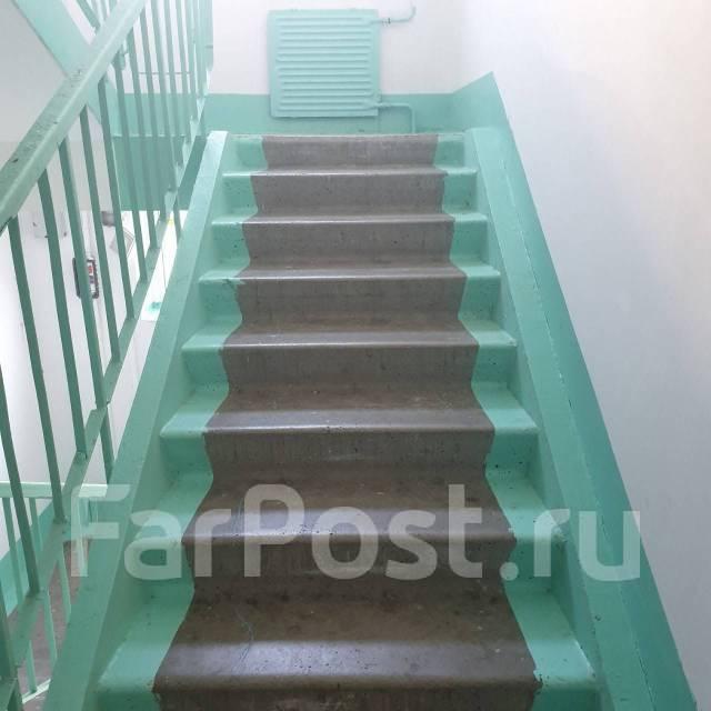 1-комнатная, улица Черняховского 19. 64, 71 микрорайоны, частное лицо, 36,0кв.м. Подъезд внутри
