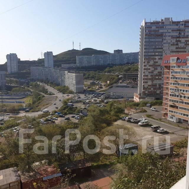 1-комнатная, улица Черняховского 19. 64, 71 микрорайоны, частное лицо, 36,0кв.м. Вид из окна днём
