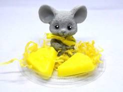 Новогодний сувенир Мыло ручной работы Мышь с сыром Артикул 012993. Под заказ