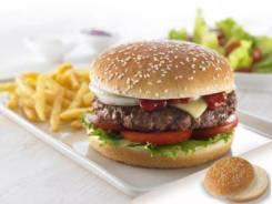 Булочка для гамбургера с кунжутом Юнибейк 100 мм 52 гр 48 шт/кор 1601