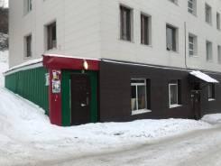 Сдаются в аренду нежилые помещения первого этажа. Улица Океанская 64, р-н Ленинский, 34,6кв.м., цена указана за все помещение в месяц