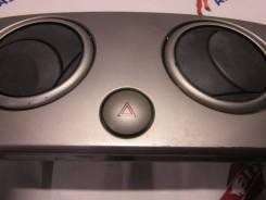 Кнопка включения аварийной сигнализации. Mazda Verisa, DC5W ZYVE