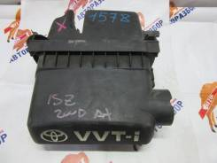 Корпус воздушного фильтра. Toyota Vitz, SCP10 1SZFE
