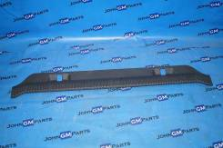 Накладка на порог багажника. Cadillac Escalade, GMT806, GMT820, GMT830 Chevrolet Tahoe, GMT, 800 LM7, LQ9