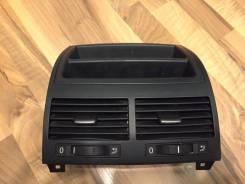 Решетка вентиляционная (центральный дефлектор) VW Touareg 2002-2006 7L6857923