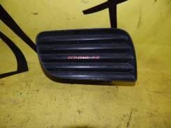 Заглушка в бампер передняя правая TOYOTA NADIA SXN10