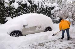 Очистка (уборка) снега. Очистка авто от снега.