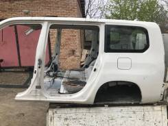 Задняя часть половинка авто Toyota Probox целиком 61611-52210