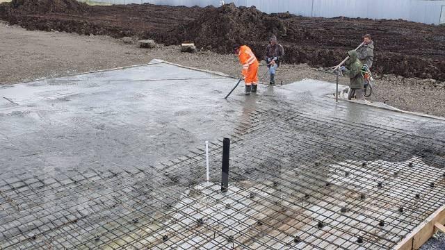 Прошлое бетона укладка и уплотнение бетонных смесей