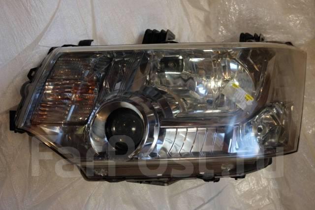 Фара Mitsubishi Delica D:5 левая