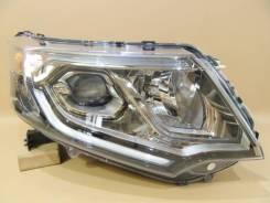 Правая фара Honda STEP WGN 33100-TAA-911.