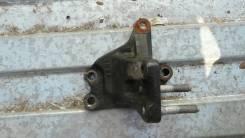 Кронштейн двигателя правый Kia Venga 216702B000