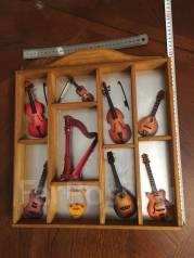 Коллекция музыкальных инструментов в миниатюре