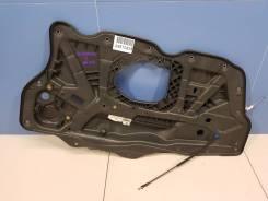 Кронштейн стеклоподъемника передней левой двери Volkswagen Scirocco (2008-2017) [1Q0837755]