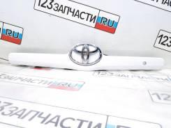 Молдинг крышки багажника Toyota Camry ACV40