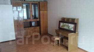 1-комнатная, улица Осипенко 44. Универсам, частное лицо, 34,0кв.м. Комната