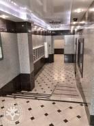 3-комнатная, улица Набережная 5в. Центр, проверенное агентство, 170,4кв.м. Подъезд внутри