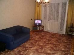 2-комнатная, улица микрорайон Дзержинец 10. Дзержинец, частное лицо, 50,0кв.м.