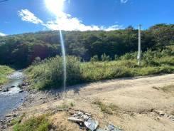 Продам участок у леса, с ручьём в коттеджном поселке. 1 500кв.м., собственность, электричество, вода. Фото участка