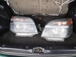 Фары Toyota VOXY, AZR60 передние. 2000р. За две фары.