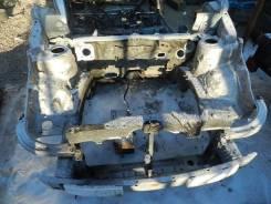 Половина кузова Toyota ISIS, передняя