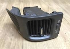 Дефлектор, воздуховод левый Nissan Maxima A33 1999 - 2006г [68761-2y400]