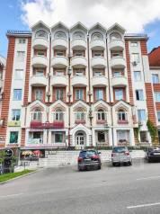 Офис в бизнес-центре, 56 кв. м., 3й этаж, потолки 3м, светлый. 56,0кв.м., улица Калинина 94, р-н Центральный. Дом снаружи