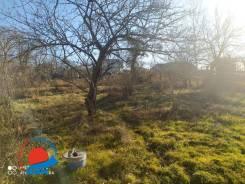 Продаю отличный земельный участок в живописном месте на Весенней. 700кв.м., собственность, вода