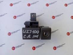 Ручка замка бардачка Toyota LAND Cruiser [55569-60020-B1]