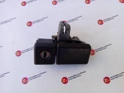 Ручка замка бардачка Toyota Camry [55565-22020-03]