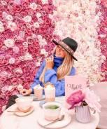 Ароматный кофе в ярком кафе Chloe