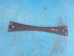 Распорка кузова нижняя, центр Toyota Prius ZVW30 2Zrfxe 57533-12010