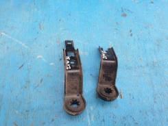 Крепление радиатора Toyota Prius ZVW30 2Zrfxe 16533-28051