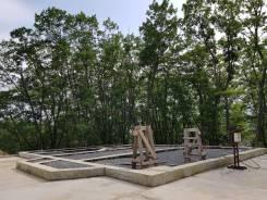 Продается земельный участок с фундаментом и озером. 4 000кв.м., аренда, электричество. Фото участка