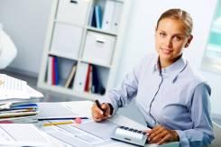 Работник с документами. ООО Торговая компания