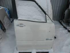 Дверь передняя правая Nissan Serena, C26 белая с накл