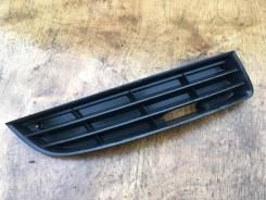 Решетка противотуманной фары правая VW Пассат Б6 2005 [3C08536669B9]