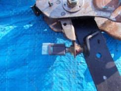 Концевик под педаль тормоза Nissan Mistral KR20 TD27 T