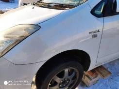 Крыло левое переднее цвет 070 Toyota Prius NHW20.