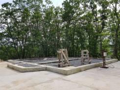 Продается земельный участок с фундаментом и озером в Партизанском райо. 4 000кв.м., аренда, электричество. Фото участка